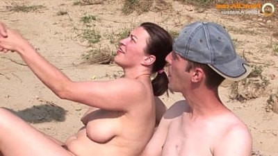 amateur   beach   threesome